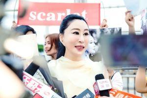 Sau cú ngã 'muối mặt' tại Cannes, Hoa hậu Quý bà Trung Quốc lộ diện gương mặt thẩm mỹ đáng sợ