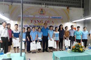 Khối thi đua số II Công đoàn Viên chức Việt Nam: Thăm và tặng quà 32 đoàn viên có hoàn cảnh khó khăn