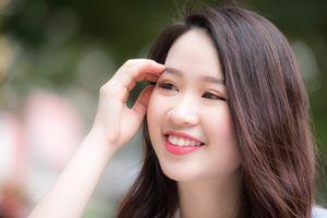 Thử tài đọc và hát tiếng Anh của Hoa khôi Ngoại giao 2018