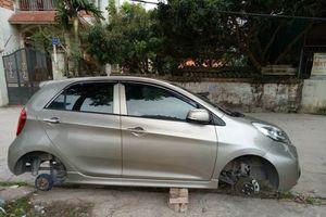 Tá hỏa khi phát hiện ô tô KIA Morning bị trộm hai bánh