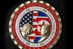 Nhà Trắng bị chê 'chưa trưởng thành' vì đồng xu 'kỳ cục'