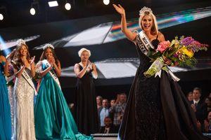 Ảnh độc của tân Hoa hậu Mỹ 2018 cao 165cm