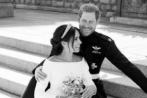 Công bố ảnh cưới chính thức đẹp lung linh của Hoàng tử Harry