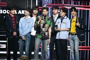 Tiếp tục viết nên lịch sử: BTS được dự đoán sẽ debut tại vị trí #2 trên Billboard Hot 200!
