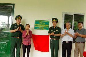 Đồn Biên phòng Bát Xát (Lào Cai) tặng nhà cho hộ nghèo biên giới