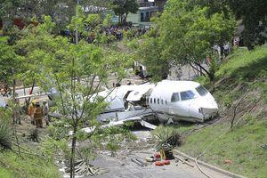 Honduras: Máy bay gãy đôi khi vừa hạ cánh