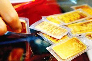 Giá vàng thế giới tăng 2 phiên liền, vàng trong nước bất thường