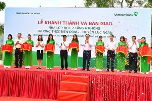 Khánh thành và bàn giao Nhà lớp học Trường THCS Biển Động do Vietcombank tài trợ