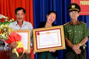 Truy tặng huân chương dũng cảm cho chiến sĩ công an cứu người