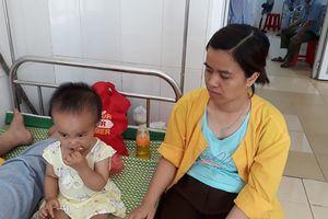 Vụ tàu chở 400 khách lật ở Thanh Hóa: Người mẹ ôm con 1 tuổi lộn nhào theo toa tàu