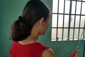 Nữ sinh lớp 9 tố Phó Công an xã 'kỳ cục'