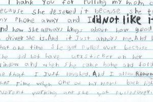 Bé trai 10 tuổi viết thư cảm ơn cảnh sát vì dừng xe của mẹ
