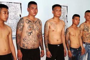 Vĩnh Long: Nghi nhóm thanh niên xăm trổ cho vay nặng lãi