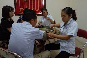 Tổ chức khám, tư vấn, phát thuốc miễn phí cho người lao động