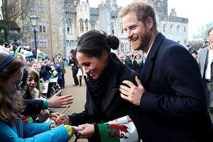 Làm dâu Hoàng gia Anh, Công nương Meghan Markle phải 'kiêng' những gì?
