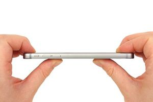 Hé lộ tài liệu 'động trời' Apple bán iPhone 6 dù biết sản phẩm bị cong