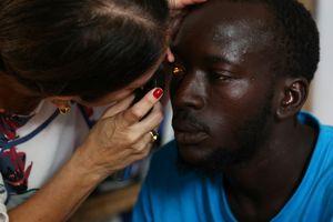 Không ăn, không uống, người châu Phi vượt biển với hy vọng đổi đời