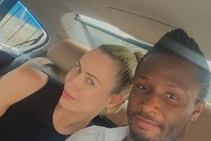 HLV tuyển Nigeria: 'Ngoại trừ Mikel, các tuyển thủ khác cấm gặp các cô gái Nga'