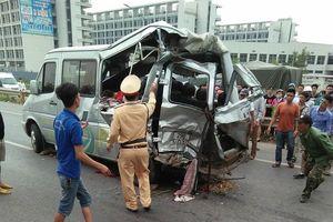 Ôtô tải húc văng xe khách, 2 người tử vong