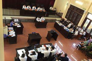 Nguyên Giám đốc Bệnh viện đa khoa tỉnh Hòa Bình Trương Quý Dương bắt buộc phải có mặt tại tòa