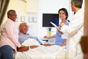Vào bệnh viện thăm người ốm phải nhớ 7 điều này nếu không muốn hối hận về sau
