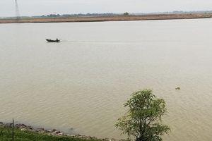 Khám nghiệm thi thể thanh niên nổi trên sông Lam