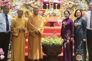 Phó Bí thư Thành ủy TPHCM Võ Thị Dung thăm, chúc mừng đại Lễ Phật đản