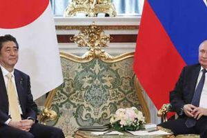Thủ tướng Nhật Bản thăm Nga: Hóa giải bất đồng