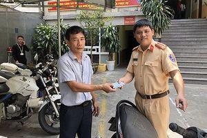 Bất ngờ nhận lại xe máy bị mất trộm từ 4 năm trước