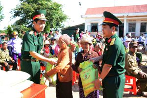 Công ty 72 trao 8 tấn gạo tặng bà con dân tộc thiểu số vùng biên giới tỉnh Gia Lai