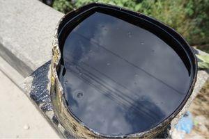 Điều tra vụ nam tài xế xe hút bể phốt đổ gần 3 tấn nhớt thải xuống cống