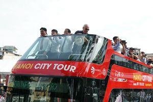 Xe buýt hai tầng chính thức đi vào hoạt động ở Hà Nội