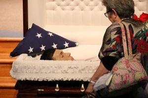 Xót xa đám tang cậu học sinh Mỹ anh hùng bị bắn trong vụ xả súng
