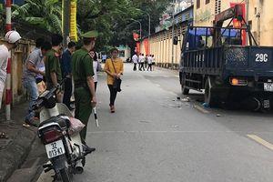 Hà Nội: Một thai phụ rớt con ra ngoài sau khi bị xe tải cuốn