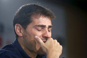 Casillas thèm cảm giác được tri ân như Iniesta, Torres