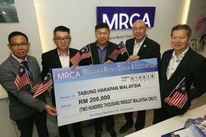 Người dân Malaysia quyên góp 2 triệu USD chỉ trong 24 giờ giúp chính phủ trả nợ