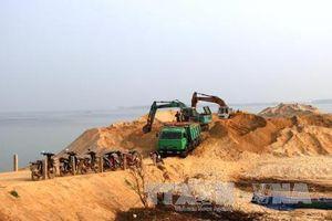 Xử lý nghiêm hoạt động sai phạm khai thác cát trong hồ Dầu Tiếng