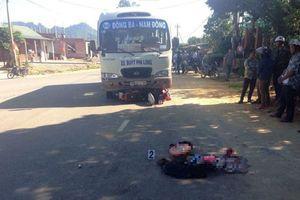 Xe máy 'đấu đầu' xe buýt: Vợ tử vong, chồng và 2 con bị thương nhập viện