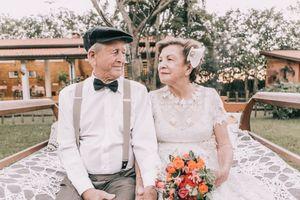 Vẫn hạnh phúc khi làm cô dâu, chú rể ở tuổi... U70