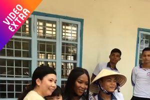 'Mẹ đẻ' The Face Naomi Campbell giao lưu cùng học sinh tại Cần Thơ
