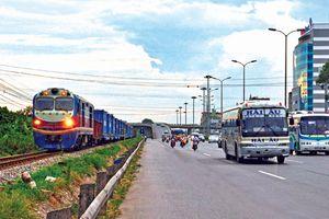 Kinh nghiệm lái xe ô tô băng qua đường sắt để bảo toàn tính mạng