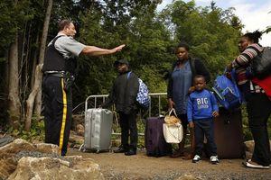 Canada đau đầu với làn sóng di cư qua biên giới