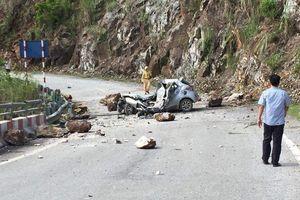 Đỗ xe ven đường, tài xế chết thảm vì bị đá trên núi lăn trúng