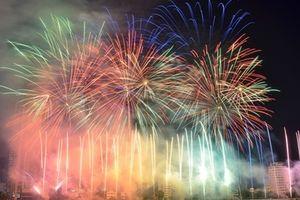 Ngộp thở trước màn pháo hoa đỉnh cao của Ý và Hồng Kông