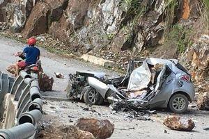 Tảng đá lớn rơi trúng ôtô, tài xế tử vong tại chỗ