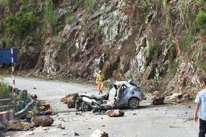 Lai Châu: Kinh hoàng đá lăn từ đỉnh núi đè nát ô tô, tài xế tử vong