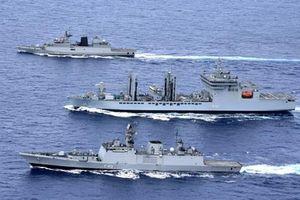 Rời biển Đông, tàu chiến Ấn Độ bị tàu Trung Quốc 'bám đuôi'