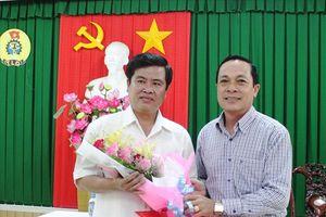 Trao quyết định nghỉ hưu cho Chủ tịch LĐLĐ tỉnh Trà Vinh