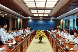 Trao tặng tài liệu cho các đơn vị đào tạo kiểm toán Việt Nam