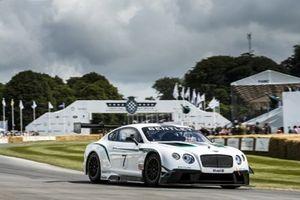 Mua xe Bentley, khách hàng Việt có cơ hội tham dự lễ hội Hoàng gia Anh